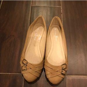 🔴 Beige Buckle Flats Shoes Size 6 EUC